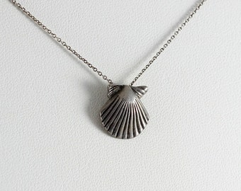 Sterling Silver Seashell Necklace 18 inch chain