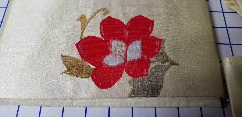 Vintage Japanese OBI With off white background and Red flower with gold leaves Pre-Tied Obi? Size Extra Small