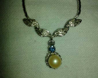 Shapphire and Pearl  Pendant on a Silver chain