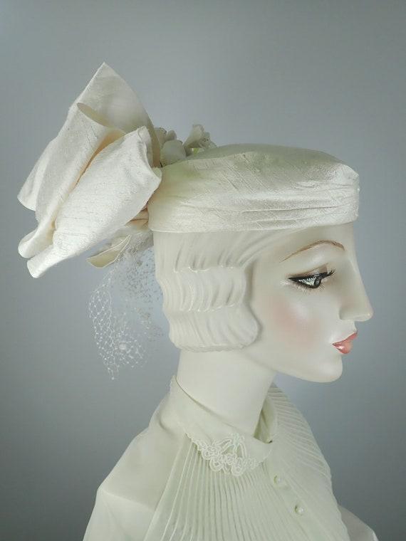 Ivory Wedding Hat. Silk 1990s Bridal Pillbox hat.… - image 8