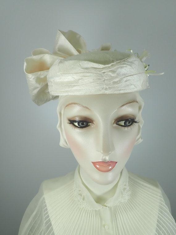 Ivory Wedding Hat. Silk 1990s Bridal Pillbox hat.… - image 1