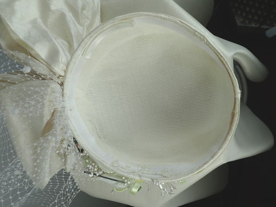 Ivory Wedding Hat. Silk 1990s Bridal Pillbox hat.… - image 10
