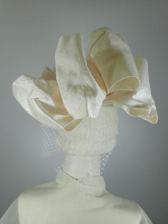 Ivory Wedding Hat. Silk 1990s Bridal Pillbox hat.… - image 7