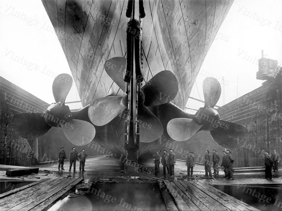 Titanic Photo industrial wall art Steampunk Photo RMS old Titanic Propeller Poster Black & White Ship Steamship Vintage Titanic  art print