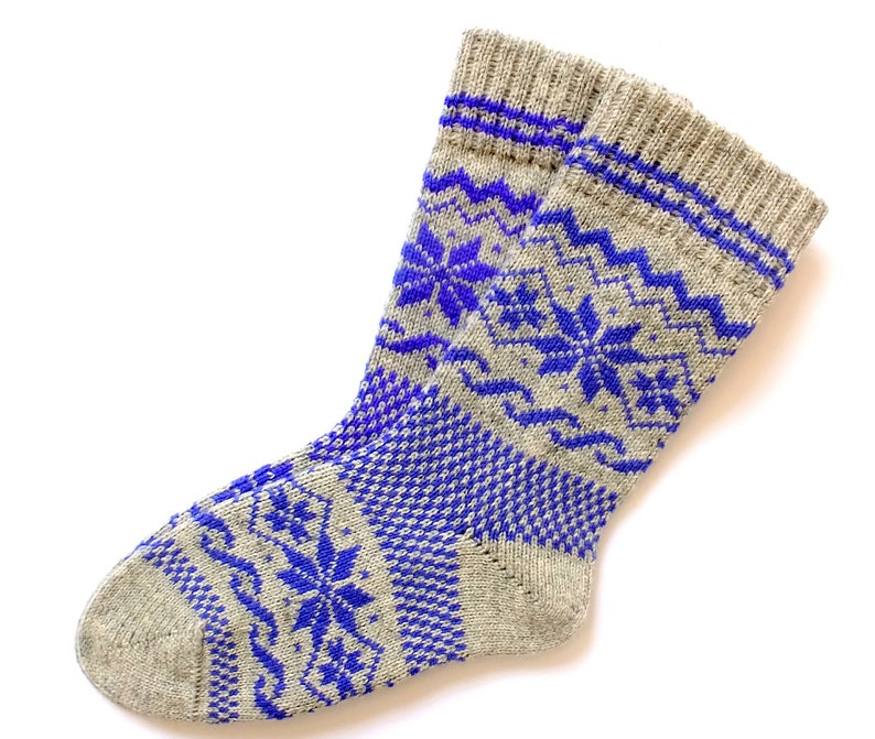 0a0ecabea Classic Scandinavian wool socks with stars patterns. Thick