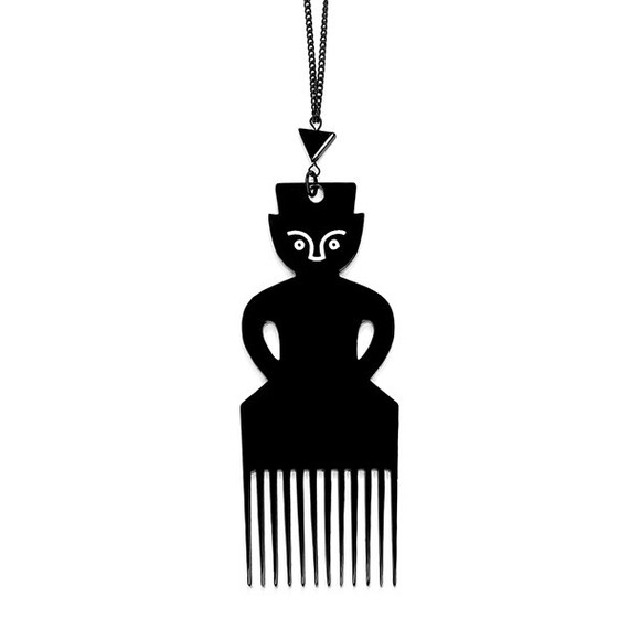 SCENERY LABEL Comb Chain Man