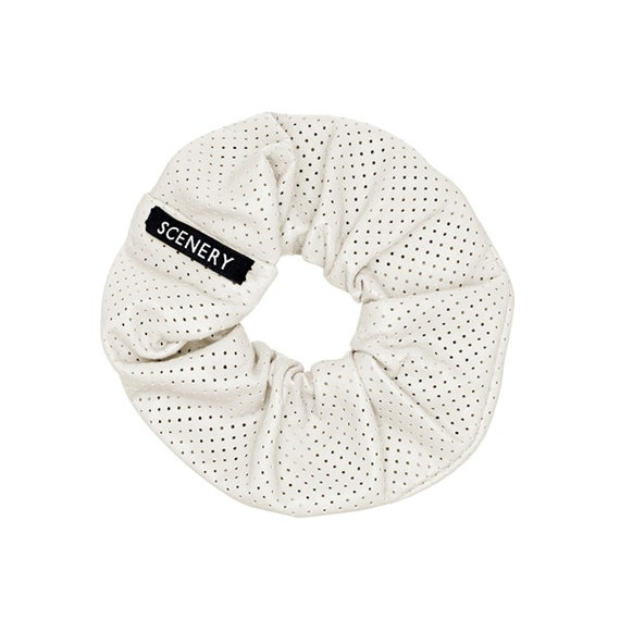 SCENERY LABEL Scrunchie Leather White