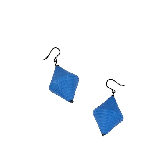 SCENERY LABEL Drop Earrings Blue Bicone