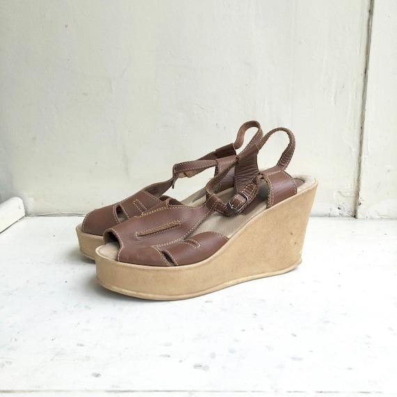 HIGH 1970's Brown Leather Platform Sandals 10
