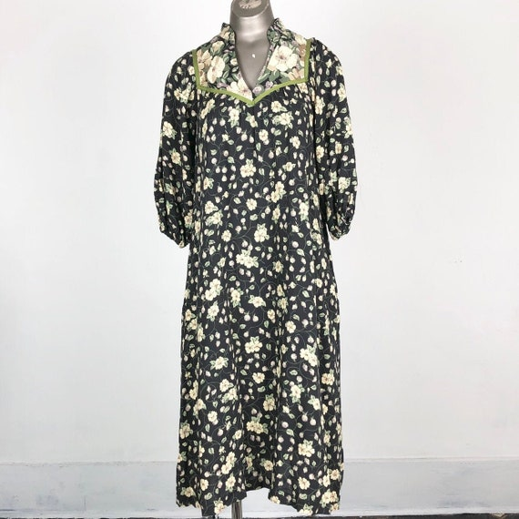 SWEET 1970's Floral Rayon Peasant Dress S