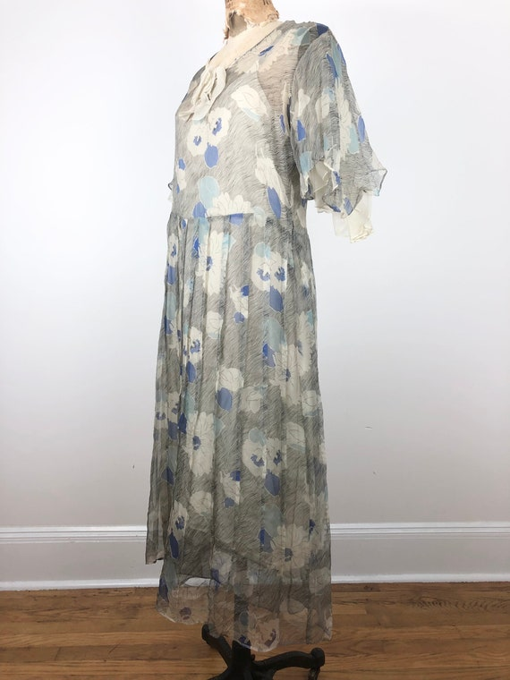 1930s Grey and Blue Floral Silk Chiffon Flutter S… - image 4