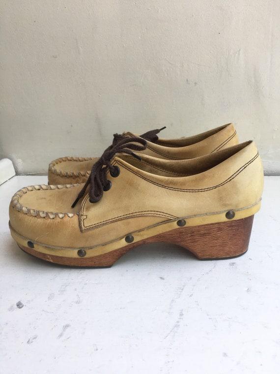 Fabulous 1970s Tan Leather Clogs Size 9
