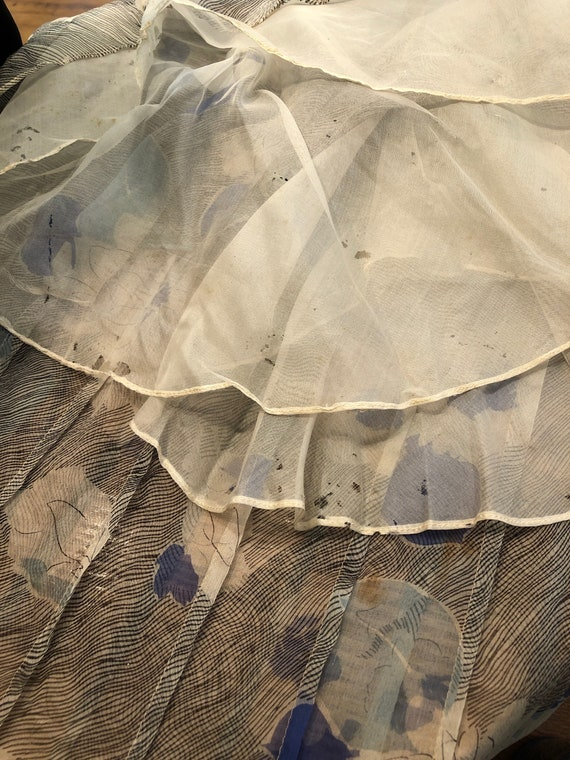 1930s Grey and Blue Floral Silk Chiffon Flutter S… - image 10