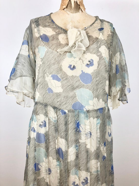 1930s Grey and Blue Floral Silk Chiffon Flutter S… - image 2