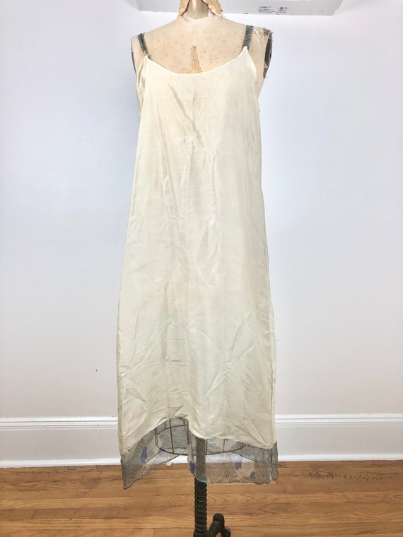 1930s Grey and Blue Floral Silk Chiffon Flutter S… - image 8