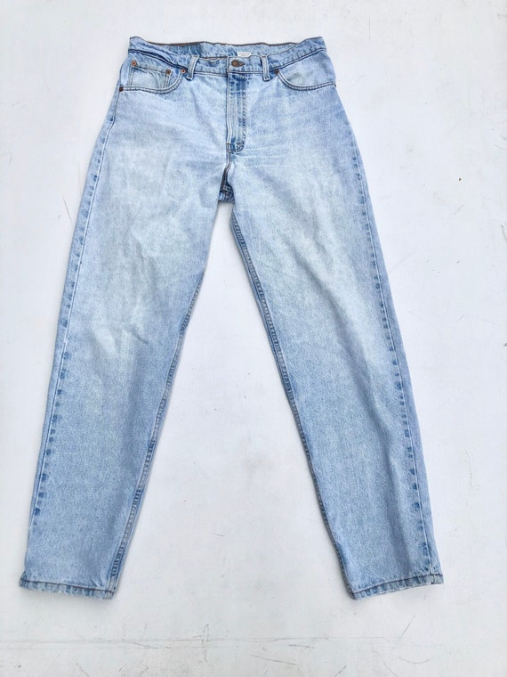1990s Levi's Light Wash 550 Jeans 34""