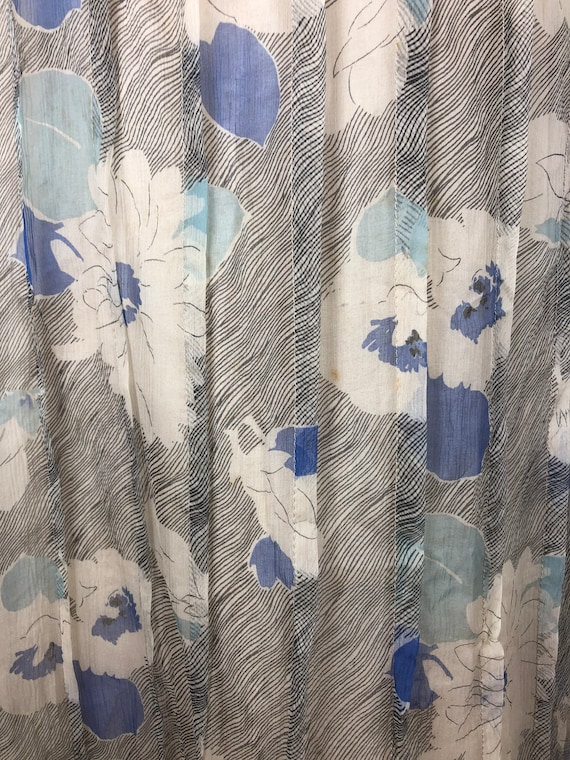 1930s Grey and Blue Floral Silk Chiffon Flutter S… - image 6