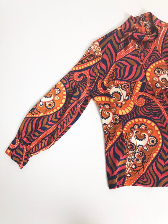 AMAZING 60's Rayon Satin Print Blouse S - image 3