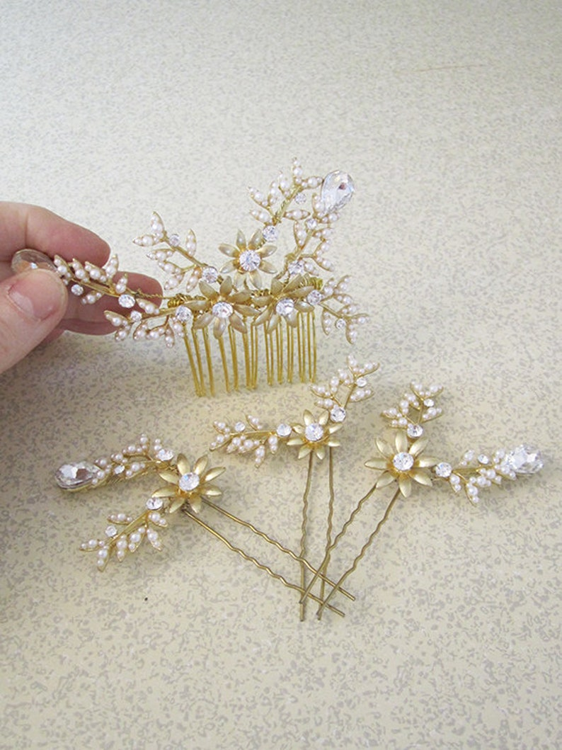 Set of 3 Hair Pins & 1 Hair Comb  Faux Pearls  Rhinestones  image 0