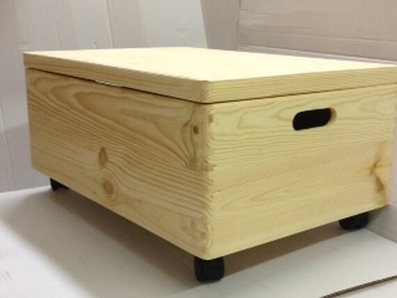 Caja madera sin pintar grande del pecho con ruedas y tapa /