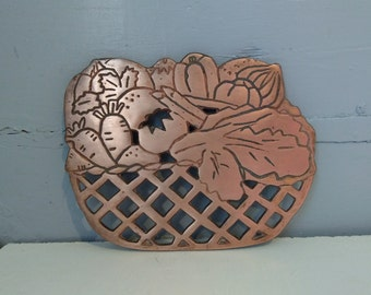 Trivet 80s Vegetable Basket Shaped Cast Iron Copper Color Coppertone Footed Hanging Wall Decor Kitchen Decor Photo Prop RhymeswithDaughter