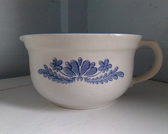 Batter Bowl with Spout and Handle 2 1/2 Quart Pflatzgraff Yorktowne Vintage Country Farmhouse Blue Dishes  Photo Prop RhymeswithDaughter