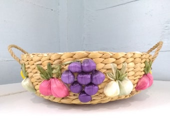 70s Retro Casserole Dish Carrier Raffia Floral Round Kitchen Dining Pot Luck Picnic Table Decor Photo Prop RhymeswithDaughter