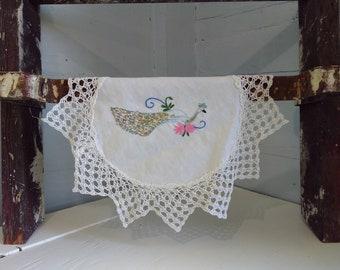 Vintage Doily Round Small White Peacock Needle Point Cotton Cotton Lace Linen Farmhouse Country Kitchen Decor RhymeswithDaughter