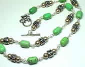 Howlite Gemstone Necklace, Green Statement Necklace, Beaded Silver Necklace, Boho Chic, Wire Wrapped Stones
