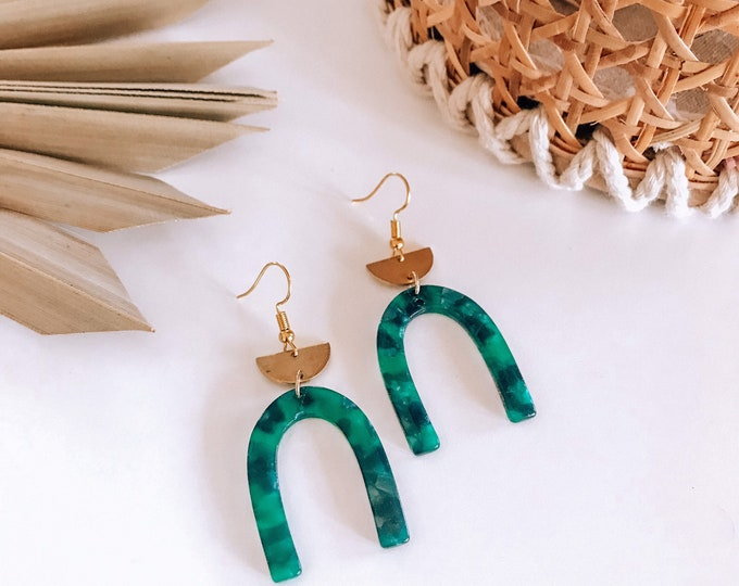 New! // Acrylic & Gold Arch Earrings