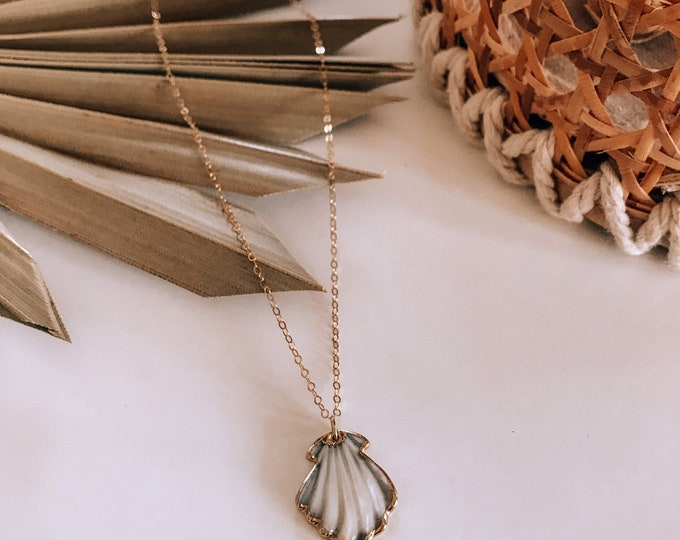 New! // Shell Mother Of Pearl Pendant Necklace