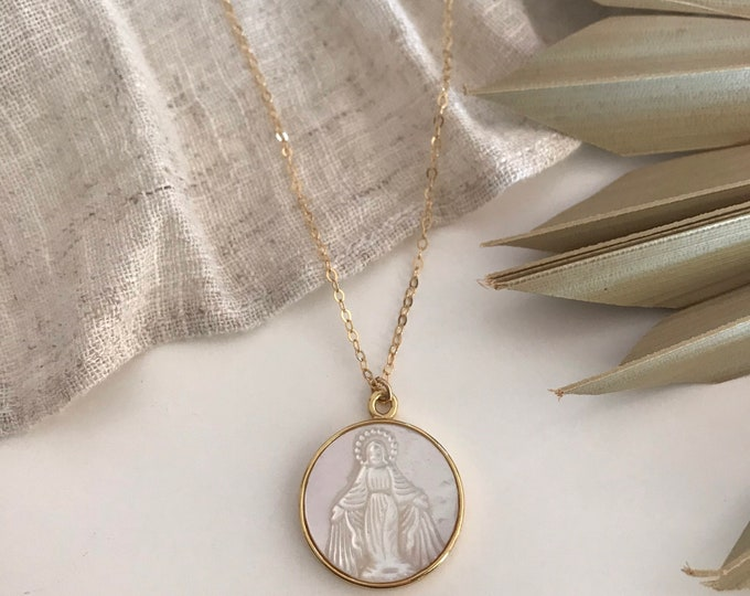 New! // Virgin Mary Mother Of Pearl Pendant Necklace
