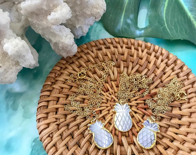 New! // Pineapple Mother Of Pearl Pendant Necklace