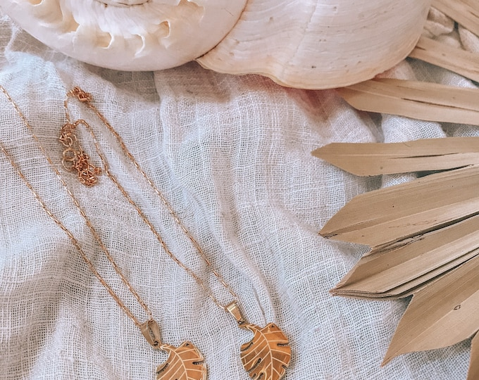 New! // 14kt Gold Filled Etched Monstera Necklace