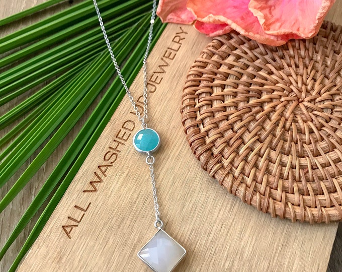 New! // Chalcendony & Faceted Glass Lariat Necklace