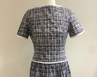 Original 1950s/1960s cotton day Dress  - Medium