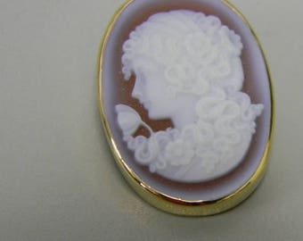 Antique Vintage Stone Cameo Pin Pendant Brooch Pink and White Exquisite Carving 14k Yellow Gold