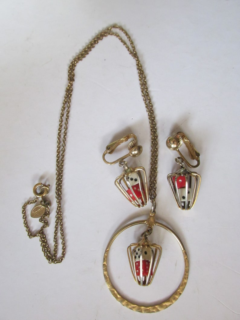 See Description for Measurements Retro AVON Dangling DICE Pendant Necklace /& Clip On EARRINGS Set 1960/'s Collectible for the Big Roller