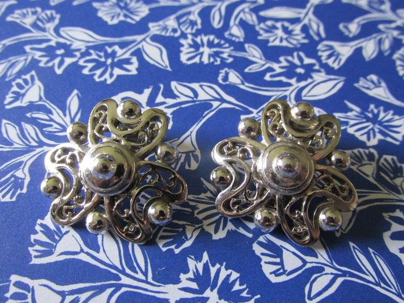 Vintage BERGERE Silver Tone Clip On EARRINGS 1 14 Round Ladies Signed Collectible Circa 1970/'s All Occasion Gift Bridesmaid Birthday Gift