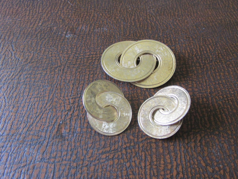 Rare 1940/'s NAPIER BROOCHEARRING Set Sterling Gold Plated Interlocked Circles wTextured Surface Collectible Mid Century Flair