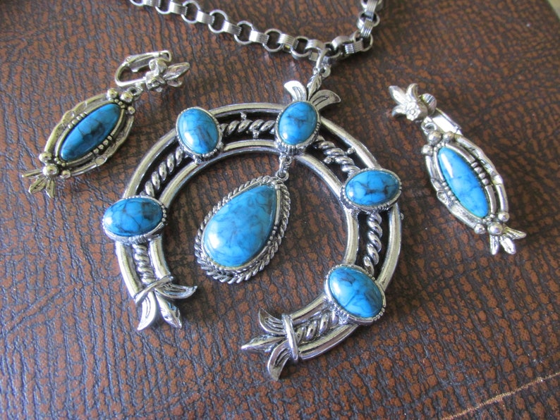 Vintage ART Signed SQUASH BLOSSOM Set Necklace /& Clip On Earrings Silver Plated Setting Turquoise Cabochon Wonderful Condition Circa 1970/'s