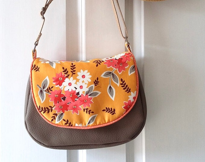 Sunshine Bouquet Small Messenger Bag