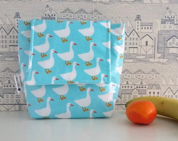 NEW - Ducks wipe clean insulated small lunch bag
