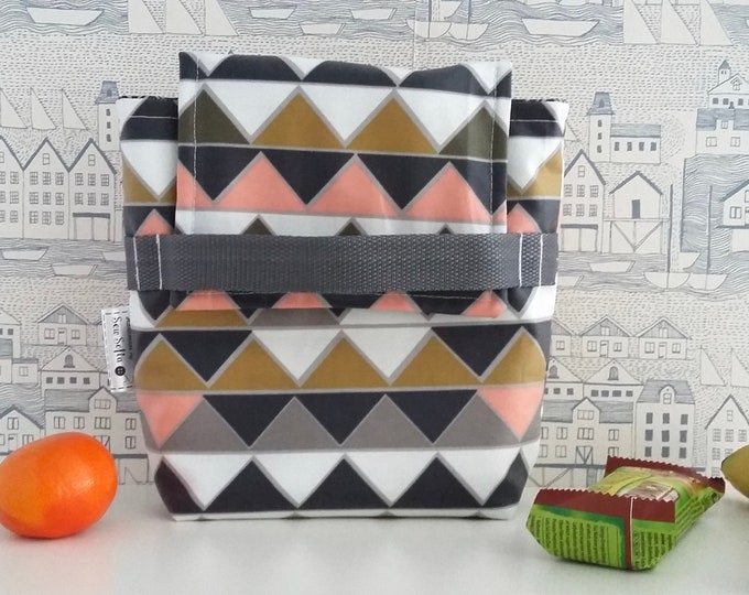NEW - Geometric wipe clean, insulated small lunch bag