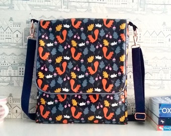 Squirrels wipe clean messenger bag