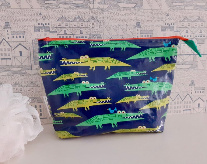Crocodiles medium wash bag