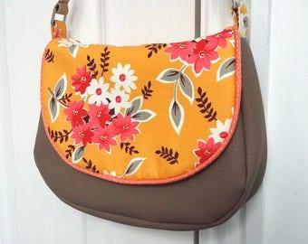 Sunshine Bouquet Small Messenger Bag