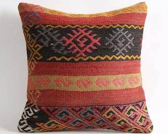 Vintage kilim pillow cover // red kilim pillow // boho pillow // aztec pillow cover // natural pillow