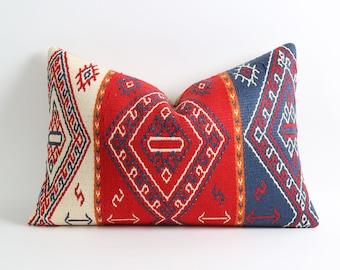 Kilim doux oreiller couverture 16 x 24 coussin marocain rouge bleu blanc