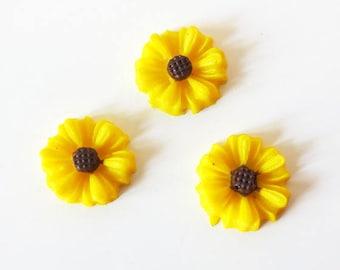 Daisy cabochon 8mm yellow resin